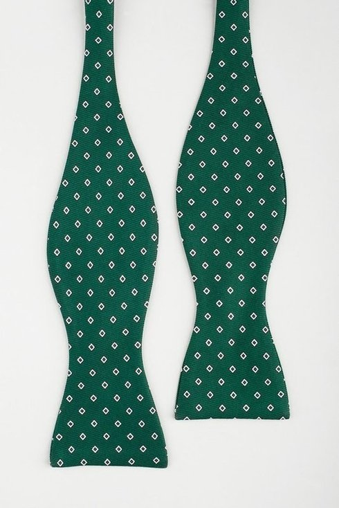 Green Macclesfield bow tie with diamond pattern
