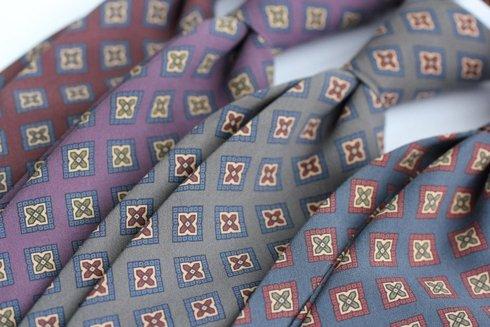 greyANCIENT MADDER SILK tie