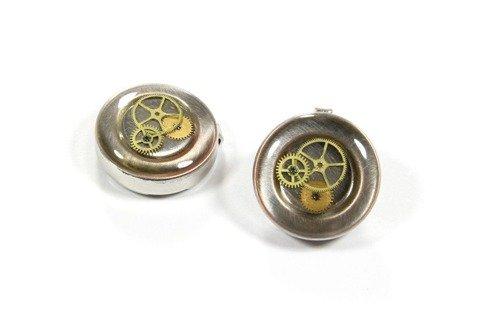 Nakładki na guziki z elementami mechanizmu zegarowego