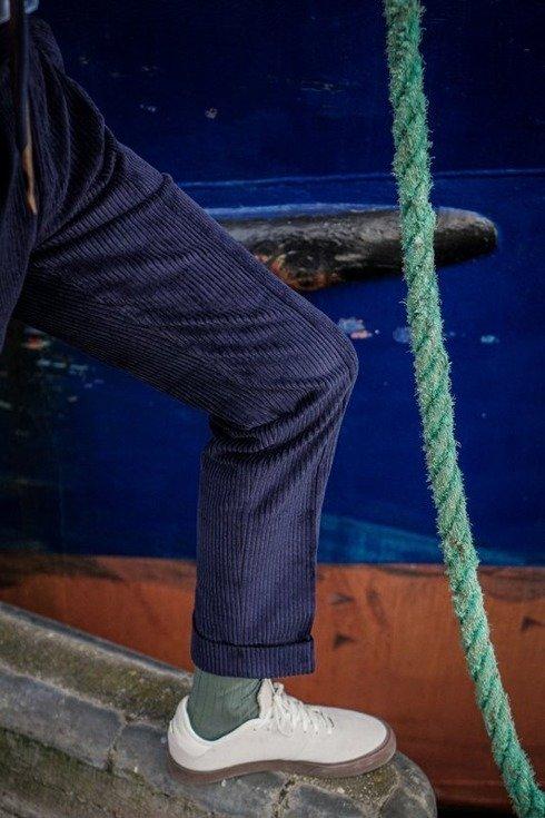 Spodnie z niebieskiego sztruksu