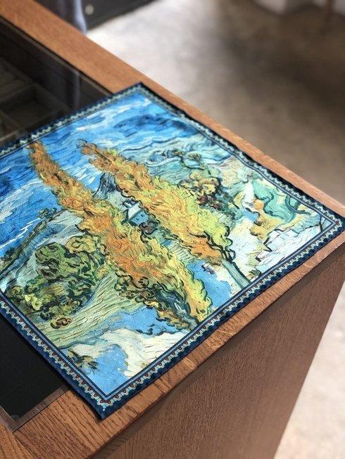 """Poszetka obrazy mistrzów """"Dwie topole przy drodze prowadzącej przez wzgórza"""" Vincent van Gogh"""