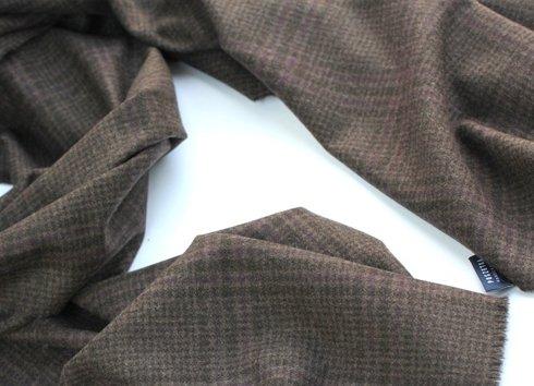 brązowy kaszmirowy szal w drobną kratkę