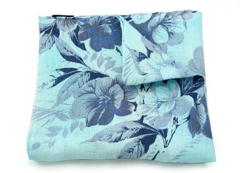 wyrazisty błękit w granatowe kwiaty